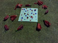 Eu tinha feito uma mandala e sobrou triângulos ai eu fiz esse desenho.