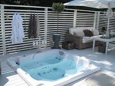 65 Super Ideas Backyard Whirlpool Ideas Privacy Screen Horizontal Fence # Back . Jacuzzi Outdoor, Outdoor Spa, Outdoor Rooms, Outdoor Gardens, Hot Tub Deck, Hot Tub Backyard, Backyard Fences, Backyard Kitchen, Backyard Retreat