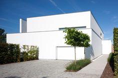 Modern architecture by AR+ architectuur- en interieurprojecten (Photo by Laloux)