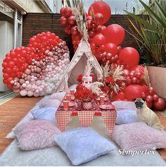 Balloon Backdrop, Balloon Centerpieces, Balloon Garland, Balloon Decorations, Valentines Balloons, Valentines Day Decorations, Diy Unicorn Birthday Party, Teepee Party, Bridesmaid Gift Bags