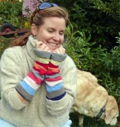 Make hand/arm warmers out of old sweaters! they are toasty! And you can make legwarmers too! Wrist Warmers, Hand Warmers, Knitting Projects, Sewing Projects, Sewing Ideas, Recycled Sweaters, Yarn Crafts, Diy Crafts, Old Sweater