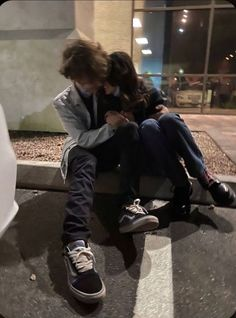 Cute Relationship Goals, Cute Relationships, Cute Couples Goals, Couple Goals, Emo Couples, Romantic Couples, Cute Couple Pictures, Couple Photos, Cute Friend Pictures