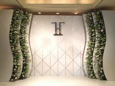 Подслушано у декораторов #WeddingPlaner Reception Stage Decor, Wedding Backdrop Design, Wedding Reception Design, Wedding Reception Backdrop, Wedding Stage Decorations, Backdrop Decorations, Crystal Wedding Decor, Luxury Wedding Decor, Brides Room