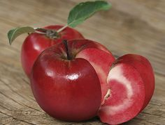 Плод на вкус как виноград, а выглядит как яблоко, мякоть слаще и более хрустящая.