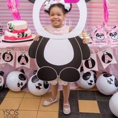 These Inflatable Panda Beach Balls are perfect to bop around at your panda party. A fun addition to your party supplies, these vinyl beach balls are great for . Panda Themed Party, Panda Birthday Party, Panda Party, Birthday Party Games, Birthday Party Decorations, Party Themes, 21st Party, Beach Party Games, Tween Party Games