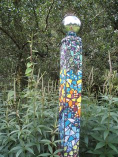 Garden art sculptures totem poles 22 ideas art poles Garden art sculptures totem poles 22 ideas Best Picture For Garden Art installation For Your Taste You are looking for something, a Mosaic Garden Art, Mosaic Art, Mosaic Glass, Stained Glass, Glass Art, Mosaic Crafts, Mosaic Projects, Garden Crafts, Garden Projects