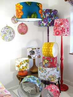 Such a cute idea, I would love to pick up old lamps at thrift stores and make these for gifts! Such a cute idea, I would love to pick up old lamps at thrift stores and make these for gifts! Upcycled Crafts, Diy And Crafts, Thrift Store Crafts, Thrift Stores, Rustic Lamp Shades, Lamp Makeover, Lamp Redo, Old Lamps, Creation Deco