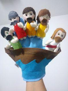 Luva para contar a História de Jesus acalmando a tempestade, em feltro. Os bonecos já vem colados à luva