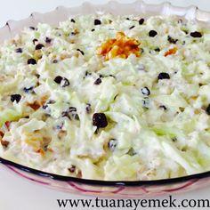 TUANA MUTFAK: BEYAZ LAHANA SALATASI Turkish Salad, Coleslaw Recipe Easy, Turkish Recipes, Ethnic Recipes, Coleslaw Salad, Baked Oatmeal, Bon Appetit, Macaroni And Cheese, Food And Drink