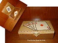Imagem de http://perlbal.hi-pi.com/blog-images/499687/gd/1236698493/Caixa-para-Baralho-de-Cartas-IV.jpg.