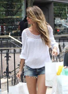 Pregnant Gisele Bundchen Wears Short Shorts to Shop