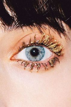 Stay golden. This choice is a little risky. It would be good if you were trying to be a victim of King Midas for Halloween but otherwise, I wouldn't. #eyelash