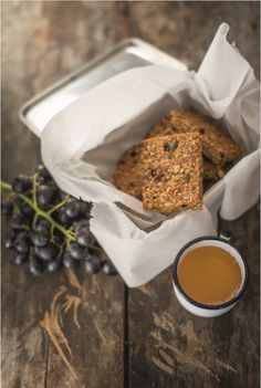 These healthy honey and seed flapjacks from The Happy Pear cookbook make a perfect lunchbox or picnic treat. Using honey in place of barley malt makes them gluten-free too. Snacks For Work, Healthy Work Snacks, Healthy Appetizers, Healthy Desserts, Delicious Desserts, Yummy Food, Healthy Food, Sin Gluten, Gluten Free