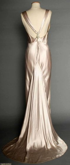 SILVER SATIN EVENING GOWN Pale lavender\/silver silk charmeuse bias-cut sleeveless cowl neckline open back jeweled Deco elements on shoulder straps & at CB floating trained back panel labeled \NRA Code Made Under Dress Code Authority 1930s Fashion, Moda Fashion, Vintage Fashion, Trendy Fashion, Fashion Check, Gq Fashion, Fashion Styles, Womens Fashion, Moda Vintage