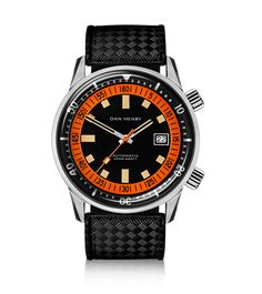 A reference made for hardcore divers, tracking the elapsed minutes underwater. We are all fascinated with the underwater world. The development of practical diving equipment allowed mere mortals to relive the adventures of Jacques Cousteau beneath the sea. Those intrepid thrill-seekers needed reliable watches that could help them to calculate when to return to the surface. Who hasn't dreamed of a hardcore diving watch? Wish granted with this over-sized diver, boasting the ingenious super...