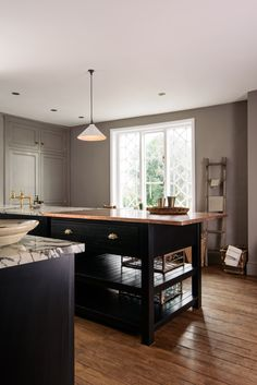 Super stylish black Shaker cupboards paired with an amazing mixed copper and San Simone Quartzite worktop