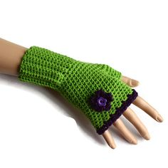 Ladies Fingerless Gloves in Green and by Bluebirdsanddaisies
