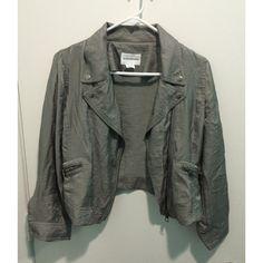 Club Monaco Silver Gray Cropped Jacket EUC gray silver cropped jacket with a subtle sparkle ✨ 61% rayon and 39% nylon. Club Monaco Jackets & Coats Blazers