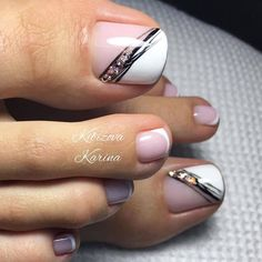 The advantage of the gel is that it allows you to enjoy your French manicure for a long time. There are four different ways to make a French manicure on gel nails. Pretty Toe Nails, Cute Toe Nails, Pretty Toes, Pedicure Designs, Manicure E Pedicure, Toe Nail Designs, Pedicure Ideas, Toe Nail Color, Toe Nail Art