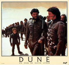 French Dune Lobby Card Stilgar (Everett McGill) instructs Paul Atreides (Kyle MacLachlan) on riding a Sandworm.