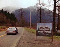 Bentornati a Twin Peaks... Sta per arrivare la terza stagione girata ancora da #DavidLynch (18 episodi dal 21 maggio negli Usa e dal 26 maggio su #SkyAtlantic). Trama ancora segretissima ma l'ambientazione sarà 25 anni dopo la storia originale con molti attori storici e nuovi ingressi (#NaomiWatts #MonicaBellucci e lo stesso Lynch). Per chi si trova a Milano: appuntamento sabato alle 17.30 al Base in via Bergognone per ascoltare la colonna sonora del maestro #AngeloBadalamenti durante…