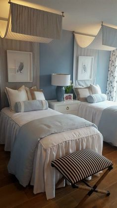Twin bedroom with white bedspread, accented with shams. Twin bedroom with white bedspread, accented with shams. Small Master Bedroom, Master Bedroom Design, Cozy Bedroom, Bedroom Decor, Bedroom Furniture, House Furniture, Furniture Design, Master Suite, Furniture Movers