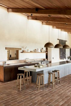 Emma Lane, co-founder of The Farm Byron Bay, provides all the minimalist home inspiration from inside her Byron Bay property. Layout Design, Sweet Home, Cheap Bathrooms, Cuisines Design, Minimalist Home, Cheap Home Decor, Home Decor Accessories, Kitchen Interior, Home Remodeling