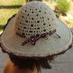 Háčkovaný dámský klobouk