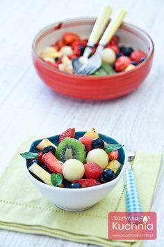 Kolorowa, zdrowa i pyszna sałatka owocowa:  http://pozytywnakuchnia.pl/salatka-owocowa/  #owoce #salatka #kuchnia #przepis #deser #sniadanie #truskawki #maliny #kiwi #jagody #melon #arbuz #gruszki #brzoskwinie #borowki