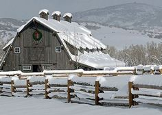 Barn in Winter. This may be one of my favorite snowy barn pictures. Farm Barn, Old Farm, Country Barns, Country Life, Country Living, Country Roads, Yankee Barn Homes, Barn Pictures, Snowy Pictures