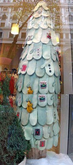 Mitten tree retail display - could make something similar for a textile xmas tree Primitive Christmas, Noel Christmas, All Things Christmas, Winter Christmas, Holiday Crafts, Holiday Fun, Holiday Decor, Holiday Tree, Navidad Diy
