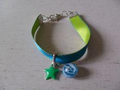 Bracelet ruban réversible bleu-vert et ses apprêts : Bracelet par chris-crea