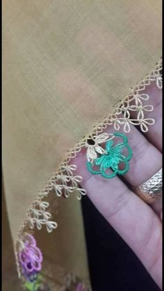 This Pin was discovered by Yon Tatting Tutorial, Best T Shirt Designs, Little Things, Crochet Projects, Hand Embroidery, Needlework, Diy And Crafts, Crochet Necklace, Just For You