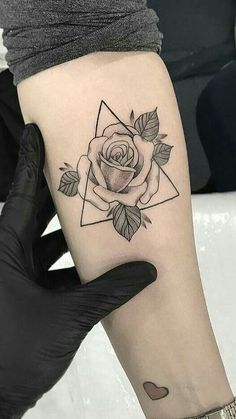 30 Wonderful Rose Tattoo Designs for Girls # - diy tattoo images - Atemberaubende Tattoo Models Mini Tattoos, Flower Tattoos, Body Art Tattoos, Sleeve Tattoos, Tatoos, Female Tattoos, Tattoos Masculinas, Butterfly Tattoos, Diy Tattoo