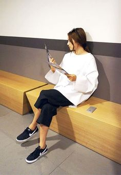A Minimalist-Meets-Sporty Look To Try Now (Le Fashion)