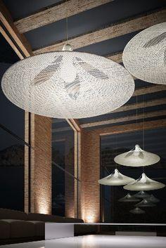 Lámpara de techo blanca con motivo Ceiling Lights, Lighting, Home Decor, White Ceiling, Pendant Lamps, Homemade Home Decor, Light Fixtures, Ceiling Lamps, Lights