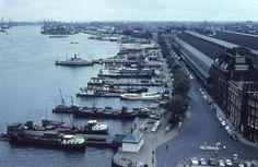Amsterdam: Panorama van het IJ bij het Centraal Station inn 1956