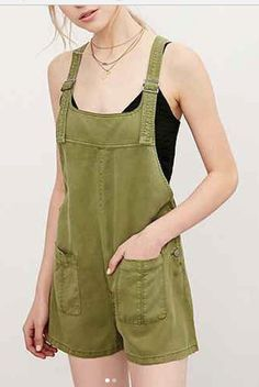 Beverly Marsh overalls by BDG Nicki Overall Romper Overalls Outfit, 80s Outfit, Cool Outfits, Summer Outfits, Fashion Outfits, Ordinary World Green Day, Beverly Marsh, Wardrobes, Overall Shorts