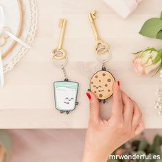 Set de 2 llaveros - Para parejas que son la leche. Estáis hechos el uno para el otro igual que este set de dos llaveros. #mrwonderfulshop #key #keys #keychains #home #cookie #milk #sweet #breakfast #accessories #complements