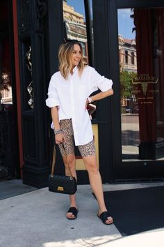 Summer Shorts Outfits, Casual Summer Outfits, Short Outfits, Trendy Outfits, Fashion Outfits, Button Down Outfit, White Biker Shorts, Camisa Oversized, Looks Pinterest