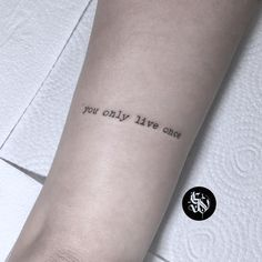 Most Meaningful One Word Tattoos To Ink On Your Body - Spat Starctic Mini Tattoos, Wörter Tattoos, Phrase Tattoos, One Word Tattoos, Cute Tiny Tattoos, Little Tattoos, Tatoos, Tattoo Quotes, Lyric Tattoos
