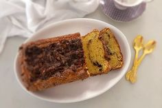 This Coffee Cinnamon Cake is so easy and delicious. In just a short while you can have this moist cake with a cinnamon crumble ready for cofffee Cinnamon Crumble, Cinnamon Cake, Cinnamon Coffee, Cinnamon Recipes, Vegetarian Tart, Cakes Today, Pecan Nuts, South African Recipes, Indian Desserts