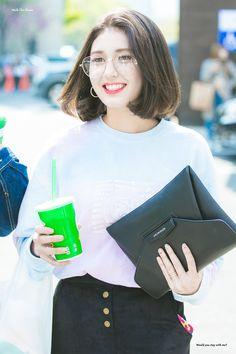 Short Hair Cuts, Short Hair Styles, Medium Hair Styles, Jeon Somi, Stylish Girls Photos, Korean Celebrities, My Princess, Girl Crushes, Korean Girl Groups