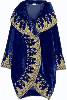 .Blue velvet cocoon coat with oversize portrait collar. By Alexander McQueen