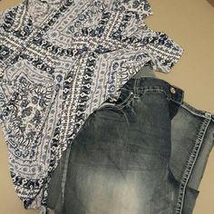 Capri Cato women's capri.. Gorgeous back pocket bling! ?? worn twice!20 inch inseam. Cato Pants Capris