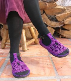 Eeee!  Pretty!  I wonder if I could crochet these myself...  Love them with the tights