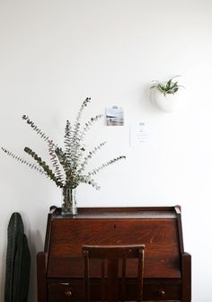 Shane Powers Ceramic Wall Planters look great in every room! Tour the rest of this living room on the blog!