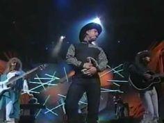 "Garth Brooks - ""The River"" - 1992 awards performance Country Music Videos, Country Music Stars, Country Music Singers, Country Artists, Country Songs, Sound Of Music, Music Love, My Music, Garth Brooks Music"