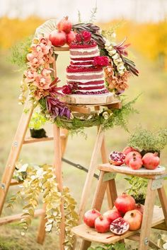 So pretty! Wooden ladders and fresh fruits with the unfrosted wedding cake #wedding #rustic #chic #weddingcake #cake