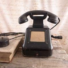 Stary telefon z korbą Vintage Style, Vintage Fashion, Landline Phone, Bullet Journal, Atelier, Fashion Vintage, Fashion Vintage, Vintage Inspired